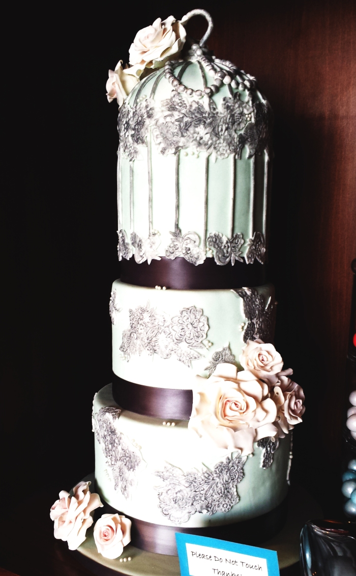 Bird Cage cake is a beautiful sample of the wedding cakes available at Dippidee bakery in Lehi / American Fork Utah