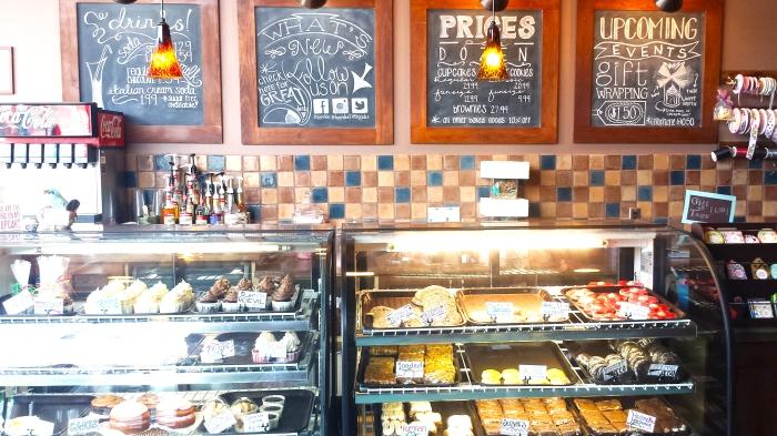 Dippidee bakery cupcakes, menues, and beautiful displays